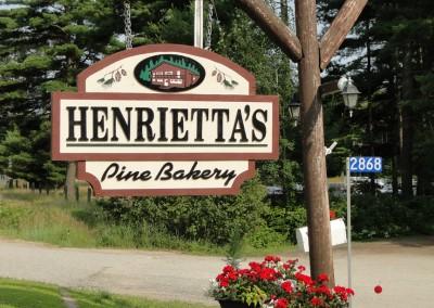 Henriettas Sign